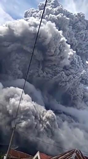 Indonesische vulkaan Mount Sinabung barst derde keer uit in een week tijd