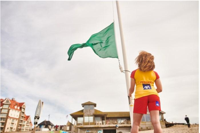 """Na de dood van vier Nederlanders die verrast werden door de zee: """"Ook in De Panne kan een rode vlag wapperen, en in Knokke een groene"""""""
