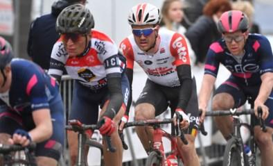"""Boezemvriend van Bjorg Lambrecht fietst alle """"miserie"""" van zich met zege na indrukwekkende solo: """"Ik ben terug!"""""""