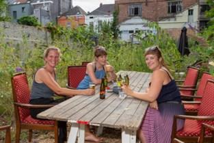 Verwilderde stadstuin omgetoverd tot fraaie zomerbar aan Lousbergkaai