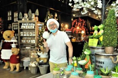 """Hittegolf of niet, Mario (45) verkoopt als eerste kerstspullen: """"Je moet tegenwoordig opvallen"""""""