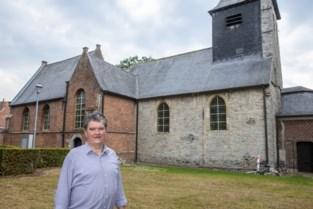 """Beton onder Oude Kerk spuiten en scheuren aanpakken zal 500.000 euro kosten: """"We kunnen de kerk nu eenmaal niet optillen"""""""