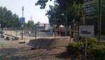 Stadsbestuur plaatst hoog hekwerk rond skatepark