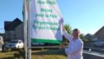 Burgemeester hangt vlag uit voor nucleaire ontwapening