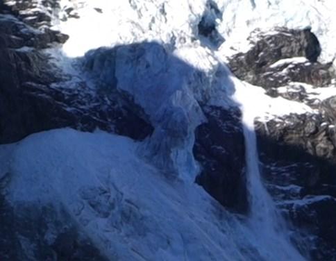 Zwitserse gletsjer breekt in twee voor oog van camera