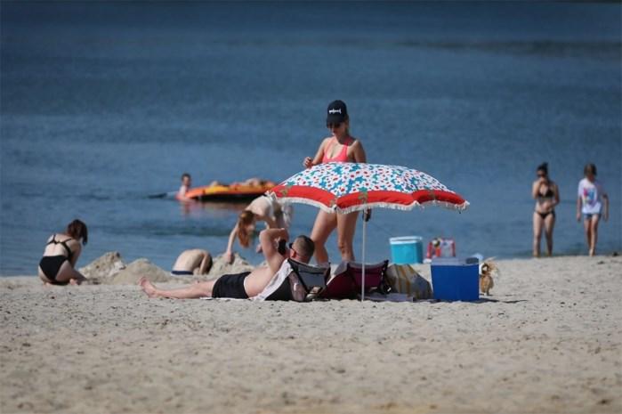 """Groen wil minder commercie op stranden: """"Er moet voldoende ruimte zijn voor mensen met frigobox"""""""