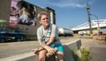 Graffitikunstenares Djoels legt laatste hand aan werk voor Julie Van Espen