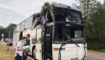 'Bol.com-bus' met arbeidsmigranten raakt boom langs de weg: vier gewonden