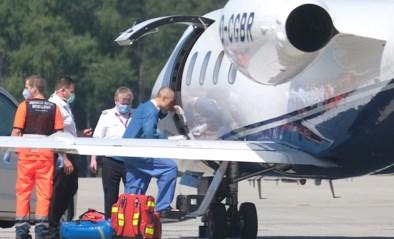 Eén week na horrorcrash stapt Fabio Jakobsen op het vliegtuig richting Nederland: bekijk de foto's