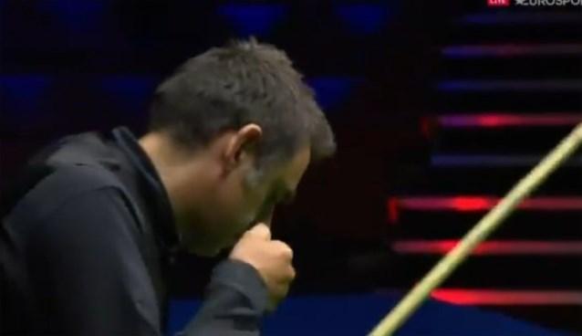 Zelfs de besten worden al eens boos: snookertafel moet het ontgelden na zoveelste misser van Ronnie O'Sullivan