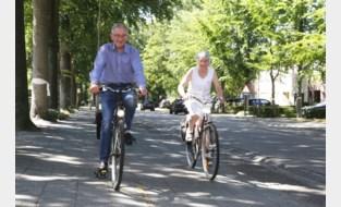"""Jos (86) en Francine (83) fietsten sinds lockdown al meer dan 1500 km: """"Elke kilometer noteren we in schriftje"""""""
