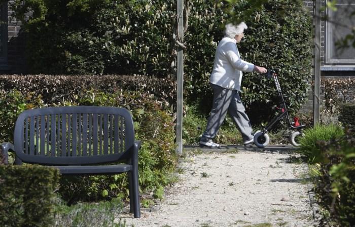 Na de pijnlijke coronaverhalen uit woon-zorgcentra: senioren verkopen liever op lijfrente dan dat ze naar rusthuis gaan. Maar wat is lijfrente, en is het iets voor jou?
