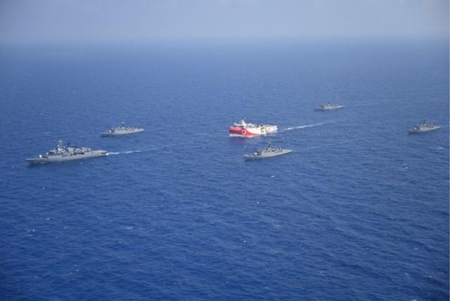Frankrijk stuurt gevechtsvliegtuigen en oorlogsbodems naar Middellandse Zee te midden van Grieks-Turkse spanningen