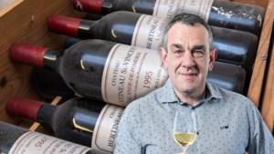 Waarom je wijnflessen uit de buurt van uien moet houden en moet je hem nu rechtop of liggend bewaren?