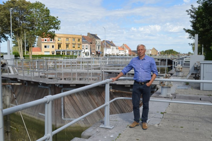 """Bedrijf investeert miljoenen om zeewater om te toveren tot drinkbaar water: """"Droogtes zullen steeds vaker voorkomen"""""""