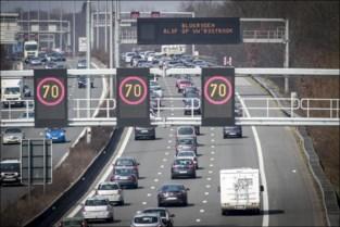 """Niet alleen rem op treinen naar de kust, ook autoverkeer wordt strikt opgevolgd: """"Te veel wagens? Dan gaat toegangsweg dicht"""""""