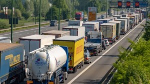 Anderhalf uur file richting Antwerpen door werken aan Kennedytunnel, ook aanschuiven op Antwerpse Ring
