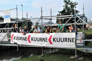 Voetgangers en fietsers kunnen over tijdelijke brug over Heulebeek