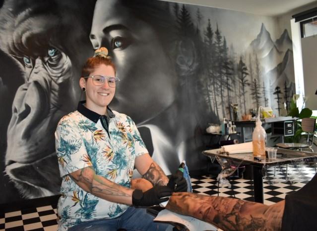 """Graffitikunstenares maakt imposant werk op plek waar Julie Van Espen aan haar einde kwam: """"Voor alle vrouwen die slachtoffer werden van seksueel geweld"""""""