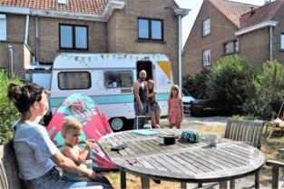 """Gezinnen genieten van hun vakantie met Camping Jardin in eigen stad: """"Je weet niet waar je terechtkomt"""""""