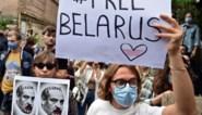 Protest tegen 'laatste dictator van Europa' groeit uur na uur en Loekasjenko lijkt stilaan ten einde raad nu zijn volk de politie niet meer vreest