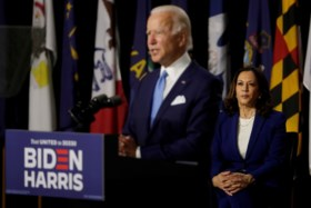 Biden stelt Kamala Harris officieel voor als running mate