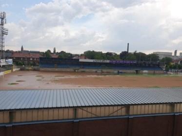 Sommige diensten wegens watersnood pas dinsdag open