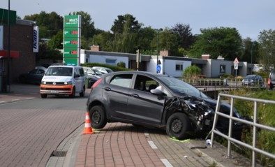 Auto met drie verdachten crasht na achtervolging