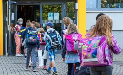 Hoe leerlingen opeens tóch allemaal voltijds naar school mogen, maar vanaf september zal er toch zwaar gemonitord moeten worden