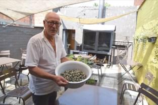 """Aan dit gerecht van vijftig jaar geleden is Boudewijn (69) een halve dag bezig: """"Je mag je uren niet rekenen. Dit is pure nostalgie"""""""