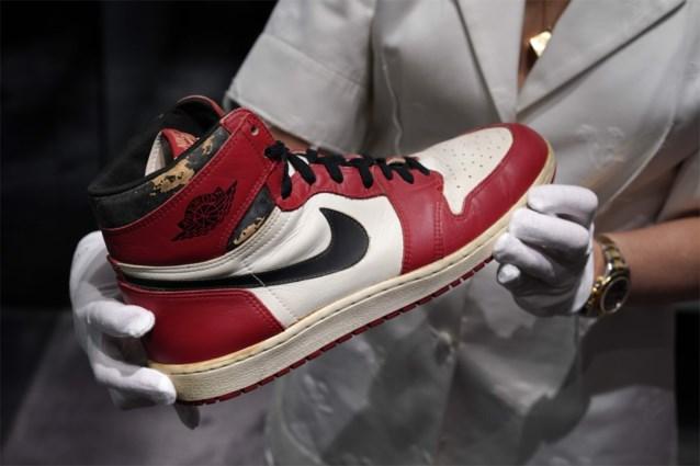 Opvallend: meer dan half miljoen euro voor schoenen met glasscherf van NBA-legende Michael Jordan