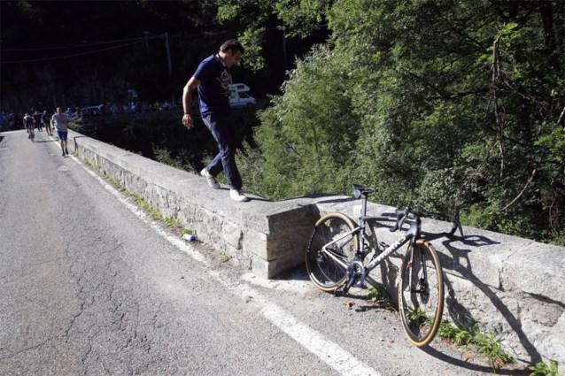 """Ploegleider Davide Bramati was als eerste bij Remco Evenepoel: """"Hij kon praten, maar had veel pijn"""""""