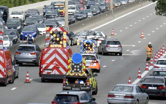 Zwaar verkeersongeval op E40: bestuurder in kritieke toestand