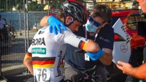 """Maximilian Schachmann teneergeslagen na val in Lombardije: """"Erg onwaarschijnlijk dat ik Tour rijd"""""""