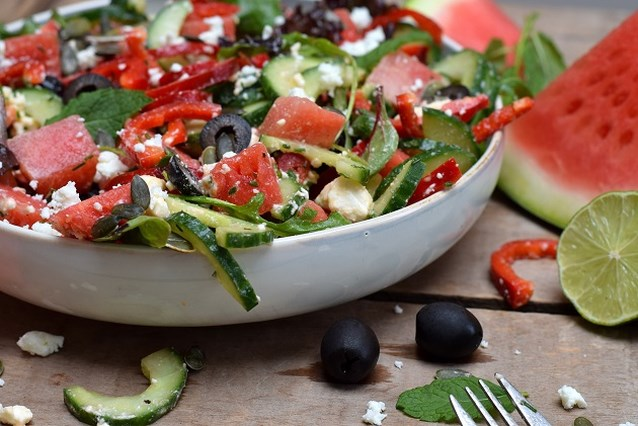Foodbloggers presenteren hun favoriete zomergerecht: hartige watermeloensalade van Karola's Kitchen