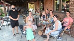 ZOMERREEKS: Trampoline en springkasteel kleuren café-brasserie 't Karrewiel