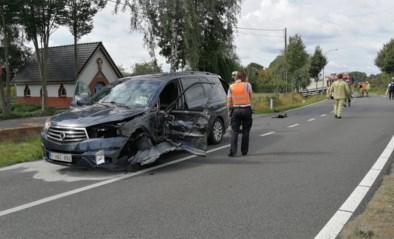 Twee bestuurders geklemd na botsing met vrachtwagen en auto op Pontfort