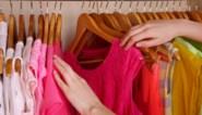 Met dit trucje maak je meer plaats voor nieuwe kleren in je kast