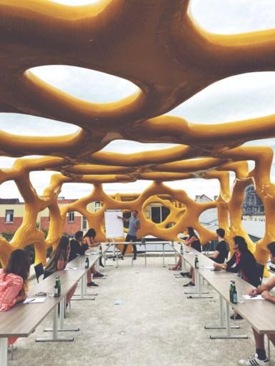 Vergaderen op hoog niveau: Zebrastraat stelt dak ter beschikking