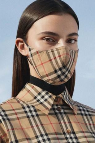 Burberry pakt uit met mondmasker van 100 euro