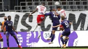 Wedstrijden duren zeven minuten te lang voor Anderlecht: hoe komt het dat paars-wit al zijn doelpunten in het slot slikt?