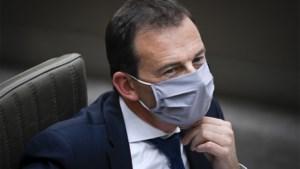 """Minister Beke plant campagne om fake news over vaccinatie te bestrijden: """"Ik ben bekommerd om die verhalen"""""""