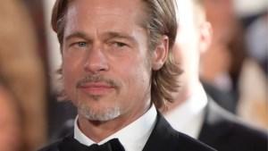 Brad Pitt gespot terwijl hij kuste met Duits model