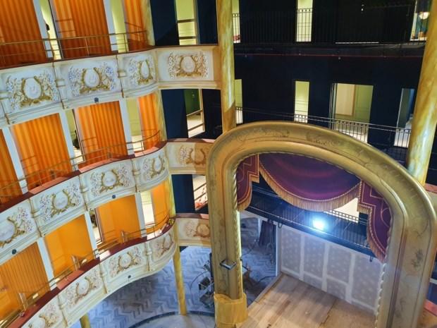 Binnenkijken in het nieuwe Plopsa Hotel: feeërieke lichtjes, twee cocktailbars en vooral héél veel Studio 100-figuren