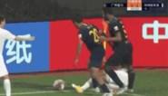 Mousa Dembélé pakt rood na stevige schop diep in blessuretijd