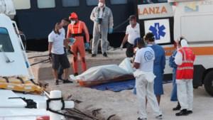 Meer dan 400 migranten strijken neer op Lampedusa