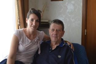 """Katia (35) vindt foto van troeteldier van dementerende grootvader terug na oproep: """"Er is eindelijk weer rust over hem gekomen"""""""