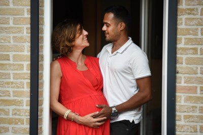 """Hoogzwangere Elke eindelijk herenigd met haar man die vastzat op Sri Lanka door corona: """"Eerst douchen, dan knuffelen en bevallen"""""""