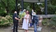 Foorreizigers zetten stadsbestuur en -personeel in de bloemetjes