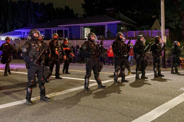 Kruitvat VS staat op ontploffen: hoe vreedzame Black Lives Matter-protest is uitgedraaid op straatoorlog